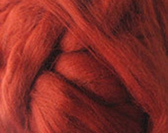 Merino Wool top fibre, dyed tan roving, 100g, Needle felting, wet felting, spinning, tan (reddish brown)