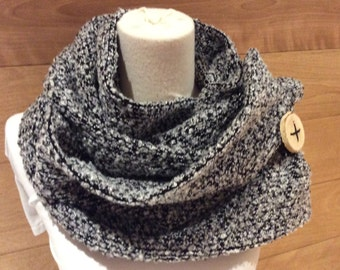 Gray and black polyester scarf