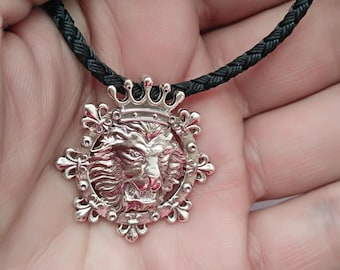 lion silver pendant 925 . lion with a crown on his head .