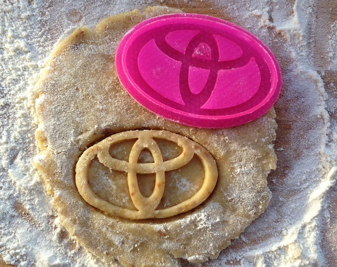 Toyota cookie stamp. Toyota cookie cutter. Car emblem cookies