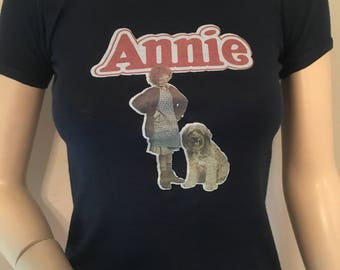 Vintage 1970s 1980s Navy Blue and Red Annie Iron On XS T-Shirt