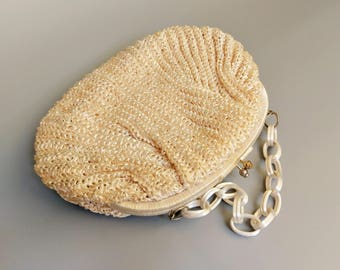 clamshell / 1960s white woven straw handbag made in japan