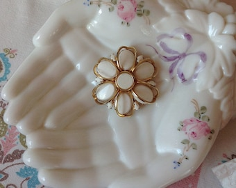Vintage White Milkglass Bead Gold Tone Flower Brooch