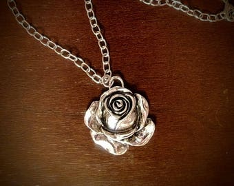 Silver Rose Pendant Chain Necklace
