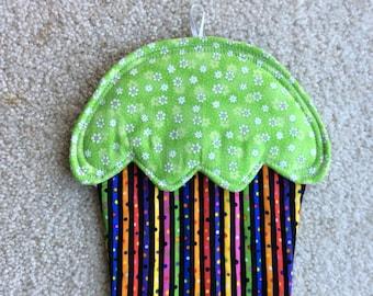 Cupcake hotpad, Cupcake Potholder, Cupcake trivet, quilted hot pad, Green hot pad, Wall hanging