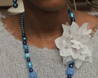 Beaded Jewelry Set / Blue / Flower