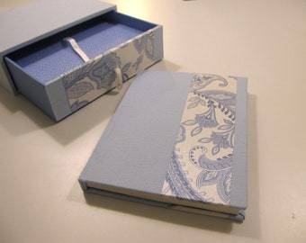 Box with drawer with book 11, 5 x 15, 5cm.