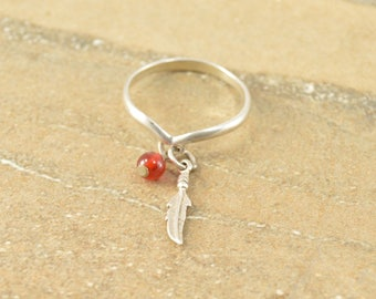 Chevron Feather Red Bead Dangle Charm Ring Size 7.75 Sterling Silver 1.6g Vintage Estate