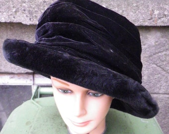 vintage / 1950s / Sandra Phillips Cloche Hat  / Burgundy