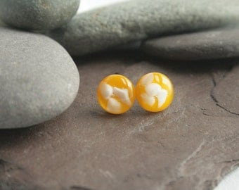 Yellow glass stud earrings with white glass design.