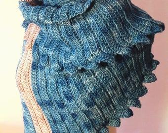 Crochet Shawl. Poncho. Blue. M size. 100% Merino Yarn
