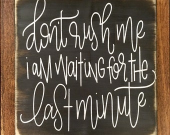 Don't Rush Me Im Waiting For The Last Minute, rustic wood sign, handpainted, funny signs, wooden signs, wood sign ,rustic wood decor, rustic