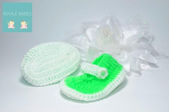 New born Crochet Baby Boots, newborn shoes , green color shoes, unisex Crochet Baby Boots, Handmade Crochet Baby Boots, Christmas shoes
