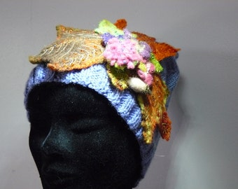 Cap decorated with a composition of leaves fall and florets