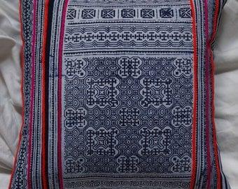 Hmong series 5: small cushion 33x33cm (13 x 13), cotton, batik Hmong.