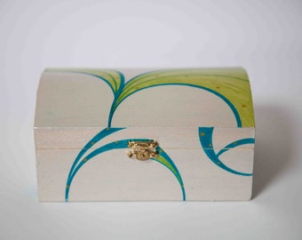 Box / box Pearl White
