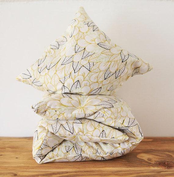 "Cherry Stone Pillow ""Blomma Citron"""
