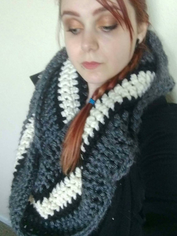 Scarf with hood (Scoodie)