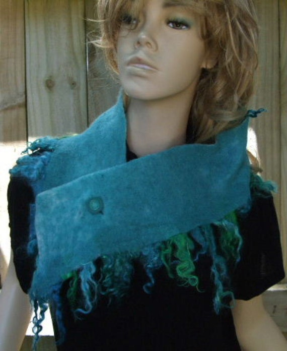 Turquoise Merino Fringed Buttoned Scarflette