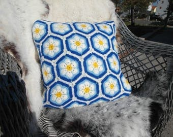 Decorative knitted pillow  40x40cm
