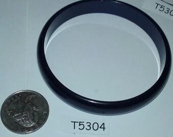 """Vintage Moonglo Lucite bracelet 2 3/4"""" inside diameter T5304"""