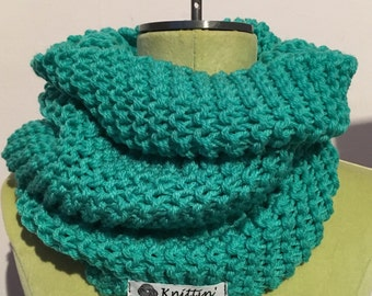 The Nora scarf! Green & turtleneck