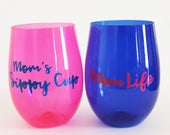 "Set of 2 ""Mom Life"" and ""Mom's Sippy Cup"" Plastic Stemless Wine Glasses in Pink and Blue - Perfect Gift for Mom's Birthday or Mother's Day"