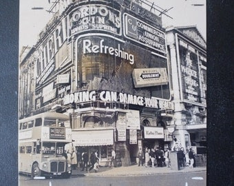Piccadilly Circus Original Vintage PRESS PHOTO - 1971.