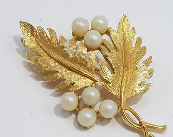 Beautiful DFA (DuBerry Fifth Avenue) Brooch with Leaves and Faux Pearl Accents