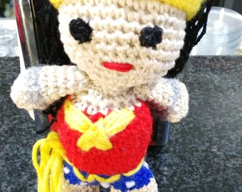 amigurumi crochet granchillo crochet Super heroes WONDER WOMAN 18 x 10 cm. made by me
