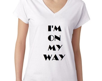 Spiritual quote I'm on my way , like in Lous Armstrong song woman v neck t shirt
