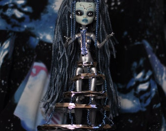 Alien Queen Vero (Monster High Repaint) OBO