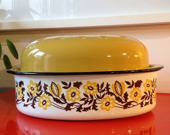 Vintage 1960's enamel roaster and lid with floral pattern