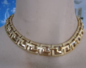 goldtone lovely and striking MONET necklace