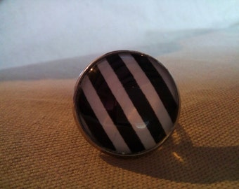 black and white #BR ring 9