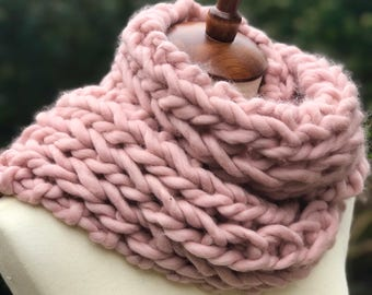 luxury chunky knit scarf, Mothers Day gift, chunky knit cowl, merino wool pink, shell pink, blush, birthday gift, chunky infinity scarf SOFT