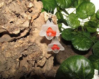 Silver earrings with flowers