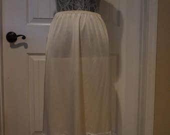 So Nice Vintage Vanity Fair Ivory half slip size small knee length w/ sexy slit