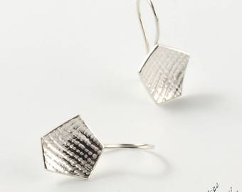 """Dangling earrings in Sterling Silver """"Traces BO3"""" diameter 14 mm - by IrisBiu. Jewelry handmade in France."""