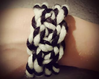 Bracelet wool sailor knot