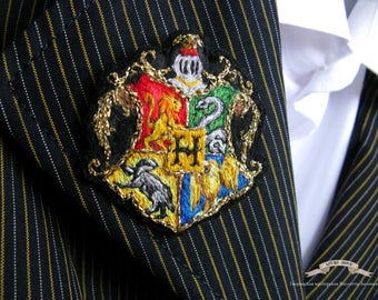 Embroidered brooch Hogwarts Crest pin | Hand embroidery | Harry Potter brooch | hogwarts castle | Gryffindor Slytherin Ravenclaw Hyfflepuff