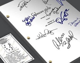 GILMORE GIRLS Pilot Episode Tv Script Screenplay - Signed Autograph Reprint - Lauren Graham, Alexis Bledel, Keiko Agena, Scott Paterson