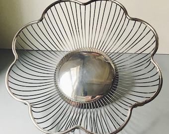 vintage wire basket / wire basket / wire bread basket / metal basket / vintage metal basket / vintage bread basket / silver basket