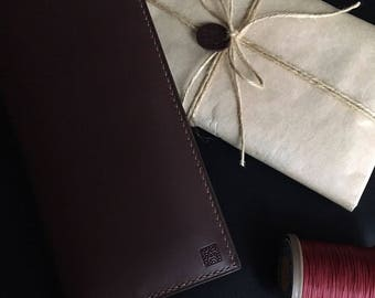 A capacious wallet - Travel. A wonderful gift!