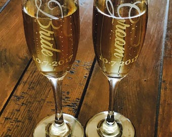 Etched bride and groom champagne flutes / custom wedding champagne glasses / etched champagne glasses / personalized champagne flutes