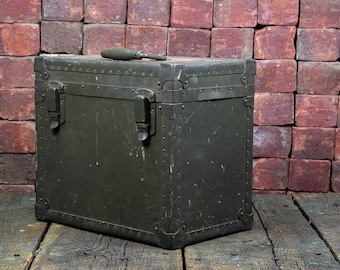 Beautiful Vintage Army Green Munition Box - Please convo for shipping quote--shipping is not free