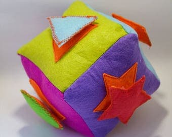 Felt cube with different figures