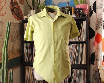 1960s vintage mens short sleeve shirt by Mr Van Dyke . pale green button down shirt, long tails tapered fit, mens shirts 60s