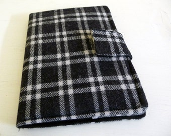 Wool Kindle Paperwhite Cover, Soft Book Style, Black and Grey Plaid