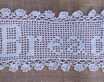 Filet Crochet BREAD Basket Tray Liner, Vintage Doily, Farmhouse Decor, Vintage Lace Bakery Display, Ecru Doily
